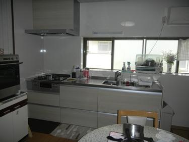 老朽化したキッチンを一新。使い勝手向上、雰囲気も明るく★