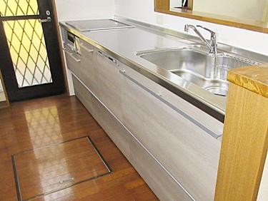 ガスコンロをIHに。木目調の優しい色合いのキッチンに一新★