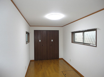 増築され新たな子供部屋ができました。