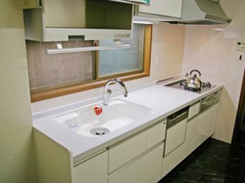 清潔感のある広々としたキッチンで使いやすく快適です。