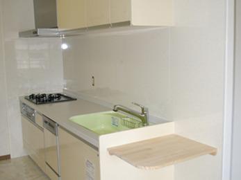 明るくお掃除のしやすいキッチンになって嬉しいです。
