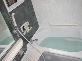デザインと機能にこだわった広々としたお風呂になりました。