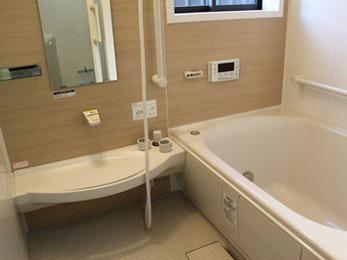 暖かく安全な浴室になり大満足です。