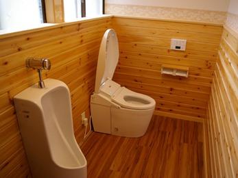 温かみと清潔感のあるトイレ空間になりました。