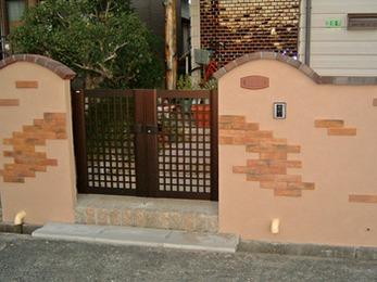 とても可愛らしい門塀が完成して大満足です。