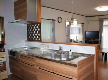 収納、使いやすさに優れたちょっと大人なキッチンリフォーム