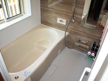 お掃除しやすく落ち着きのある浴室空間を実現しました♪