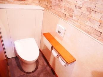 シンプルなトイレがカントリー調に!カフェの様にお洒落なトイレリフォーム☆