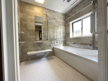 落ち着いた雰囲気に大変身!広々した清潔感溢れる浴室リフォーム☆