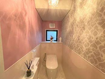 タンクレスで見た目スッキリ!思いがこもったエレガントな可愛いトイレに♪